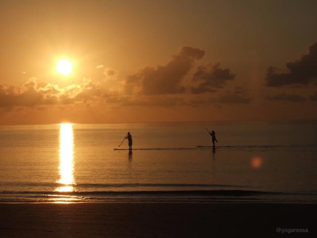 Sunrise-paddle-board