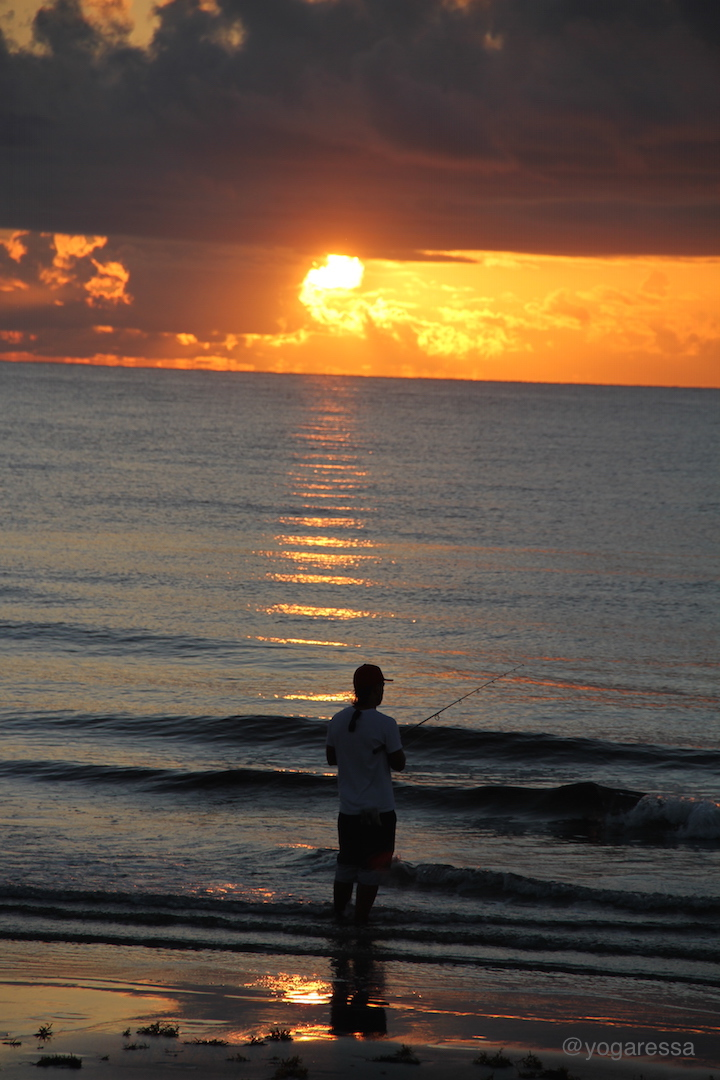 Sunrise-beach-walk