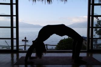 guatemala-yoga-backbend