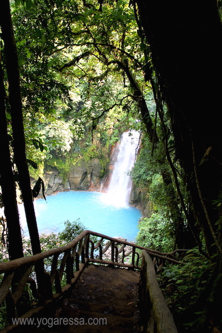 Rio-Celeste-waterfall-costa-rica-0719