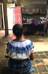 guatemala-backstrap-weaving