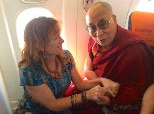 Meeting-the-Dalai-Lama-yogaressa