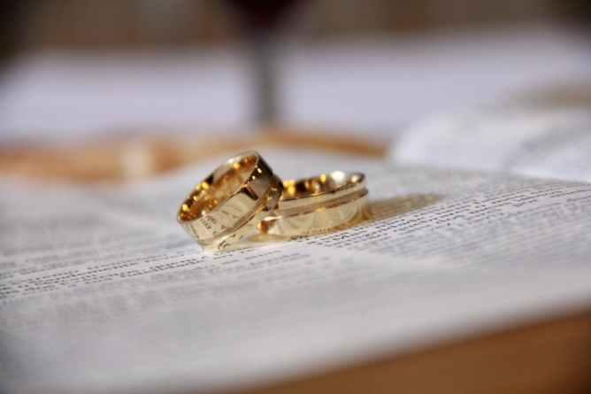 wedding-bands-pexels-photo-265730